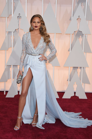 oscarschrissy-tiegen-oscars-red-carpet-2015